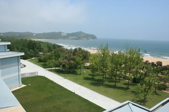 Фото отеля Мазон на море в Северной Корее. Вид на пляж, море